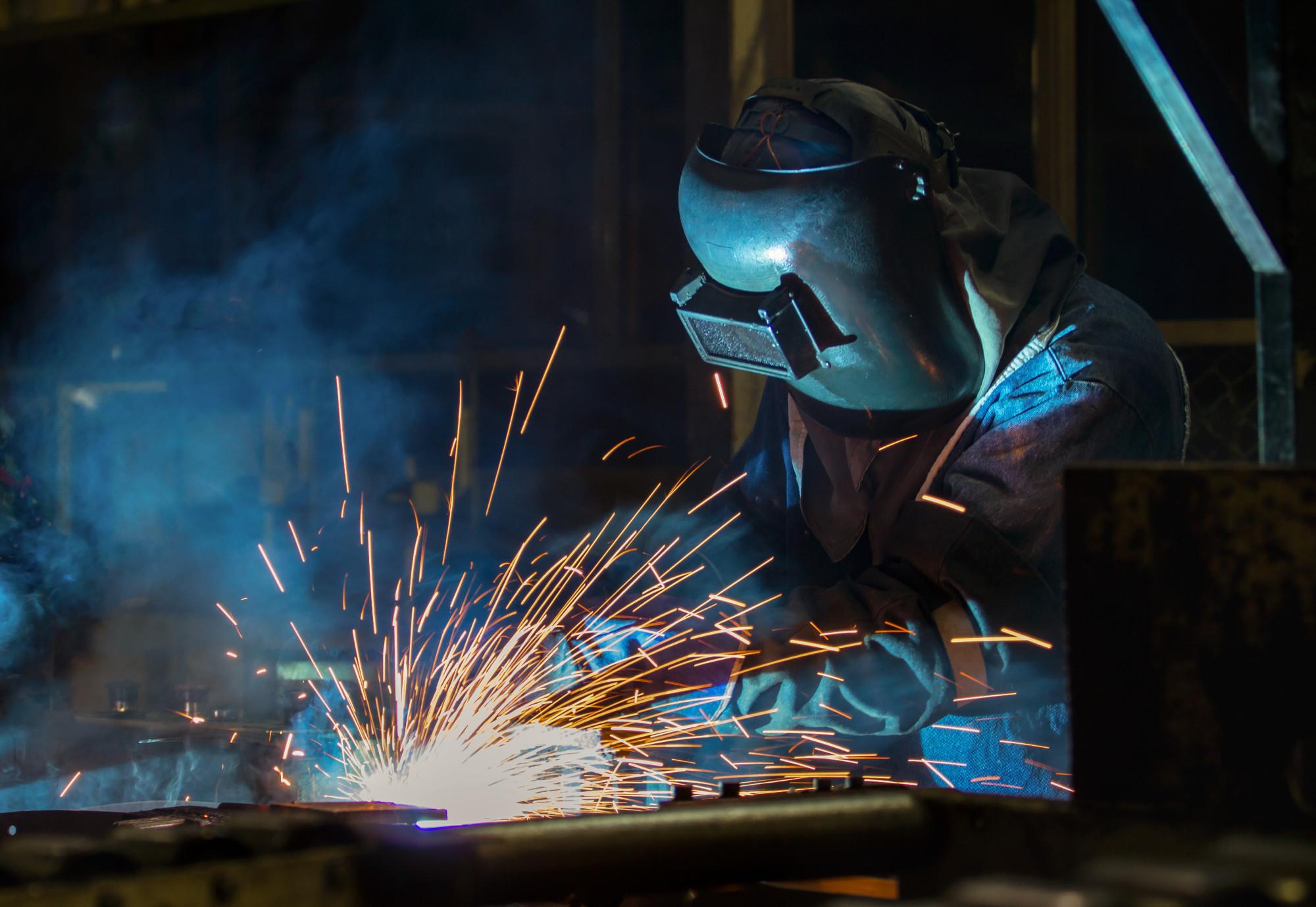 welder-mig-welding